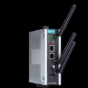 Bild på nya och blanka Industri 4.0 Edge gateway från Moxa. UC-8112-ME-LTE, den har alla 3 antennerna på denna bild.