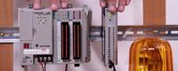 Bild på Allen-Bradley PLC och Moxa IoLogik E-1200 vilka kopplas samman för att skapa fler möjligheter att ansluta IO