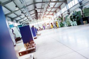 Automatiserad fabrikslokal med självgående fordon, AGVer